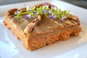 Tarta de zanahoria vegetariana y cruda