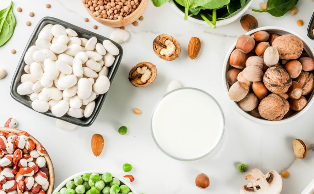carla-zaplana-nutricionista-alimentos-veganos-alubias-guisantes-frutos-secos-espinacas-lentejas-setas-habas-leche-almendras
