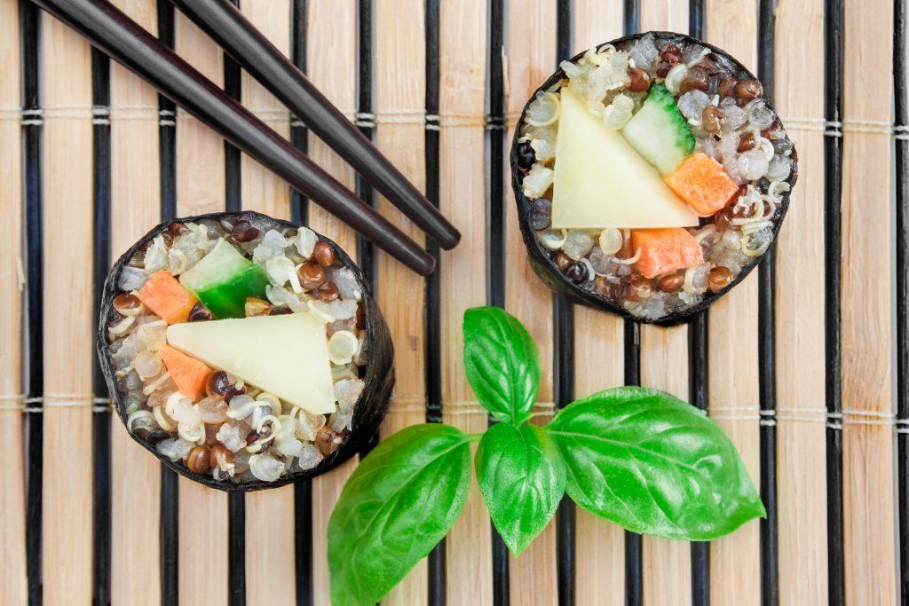 Rollo maki (sushi) de Quinoa con verduras